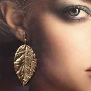 One leaf earring. I made it in the 80's